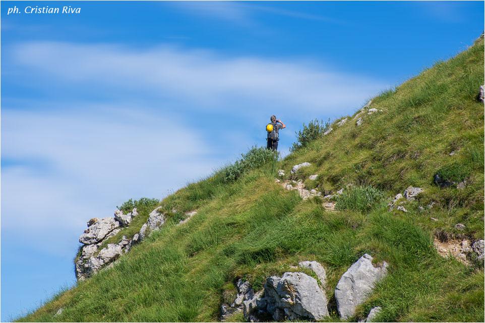 Nel magico mondo della Grignetta:  escursionista tedesco lungo il sentiero della Direttissima