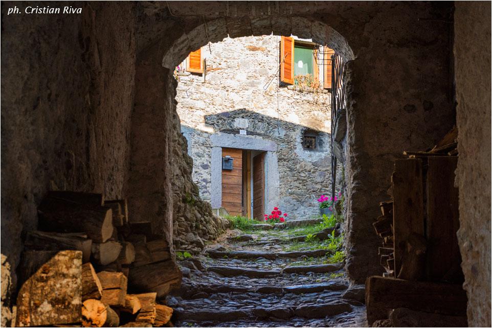 Cima Baresi e Porta delle Cornacchie: porticato