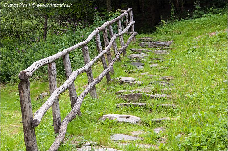 Sentiero estivo del Calvi: staccionata