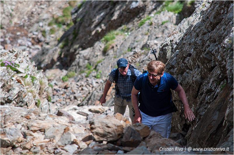 Anello rifugio Benigni: escursionisti nel canalone