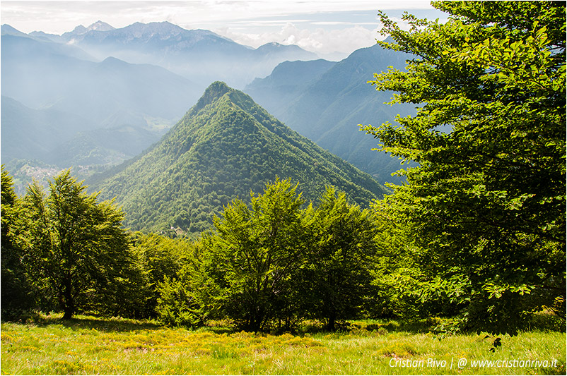 Pizzo di Cusio e Monte Disner: al centro il monte Disner