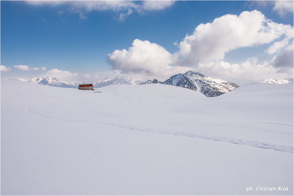 Ciaspolata sul Pizzo Baciamorti: baita isolata