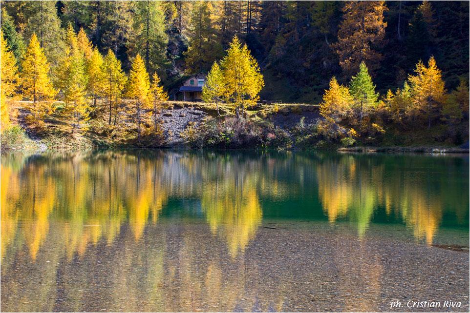 Autunno alla baita Armentarga: lago della Cava