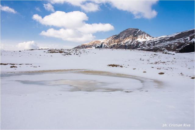 Ciaspolata sul Pizzo Baciamorti: laghetto ghiacciato