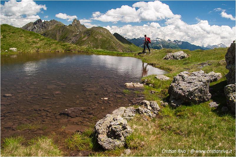 Anello rifugio Benigni: laghetto verso il sentiero dei vitelli