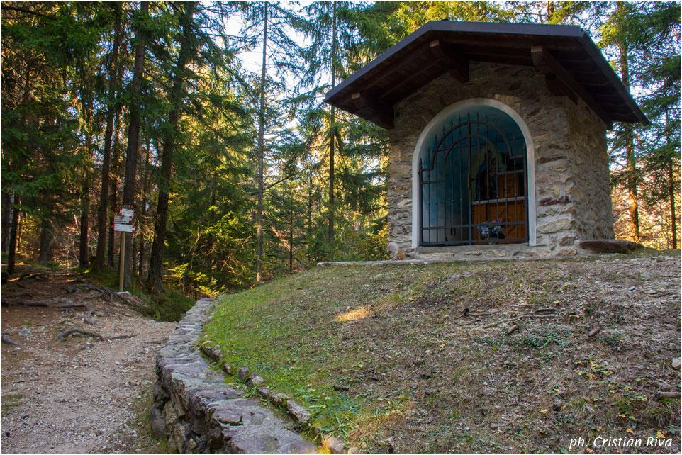 Cima Baresi e Porta delle Cornacchie: santella del Vendulo