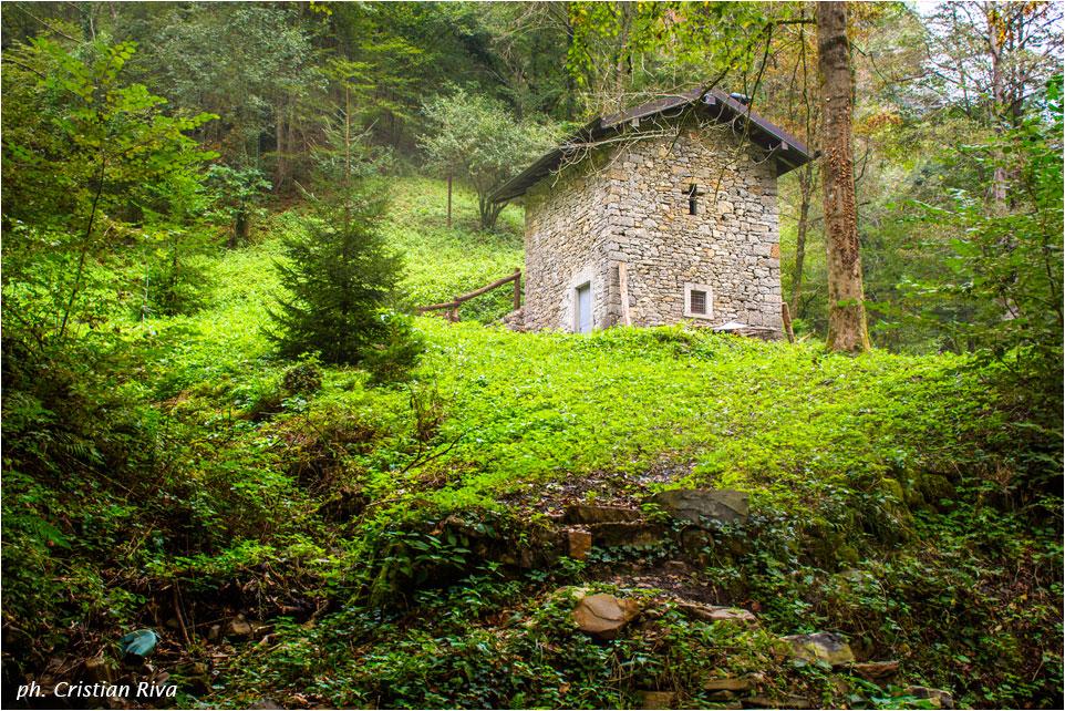 Anello nella valle del Brunone