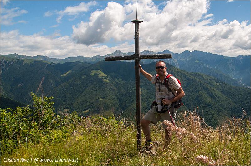 Pizzo di Cusio e Monte Disner: la croce di vetta sul Pizzo Disner