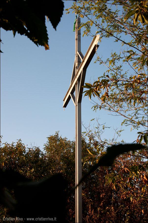 Sentiero Papa Giovanni XXIII: torre San Giovanni: croce del Monte Canto