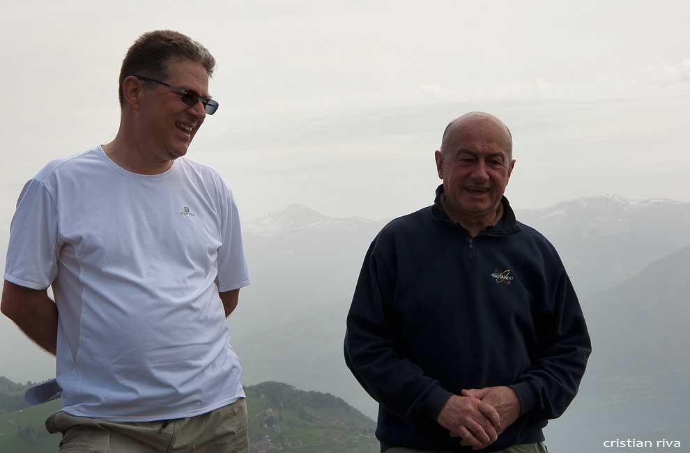 Camminata anniversario della Corna Lunga: Marco Berta (a sx) e il presidente della biblioteca di Sovere