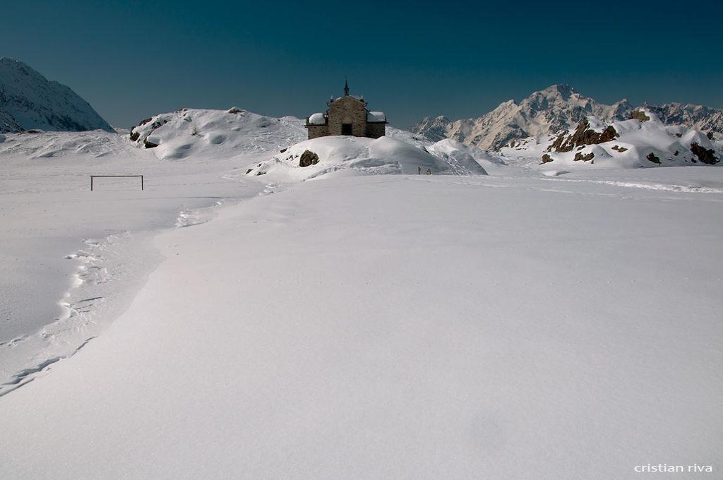 Alpe Prabello, paradiso per le ciaspole: santuario Madonna della Pace