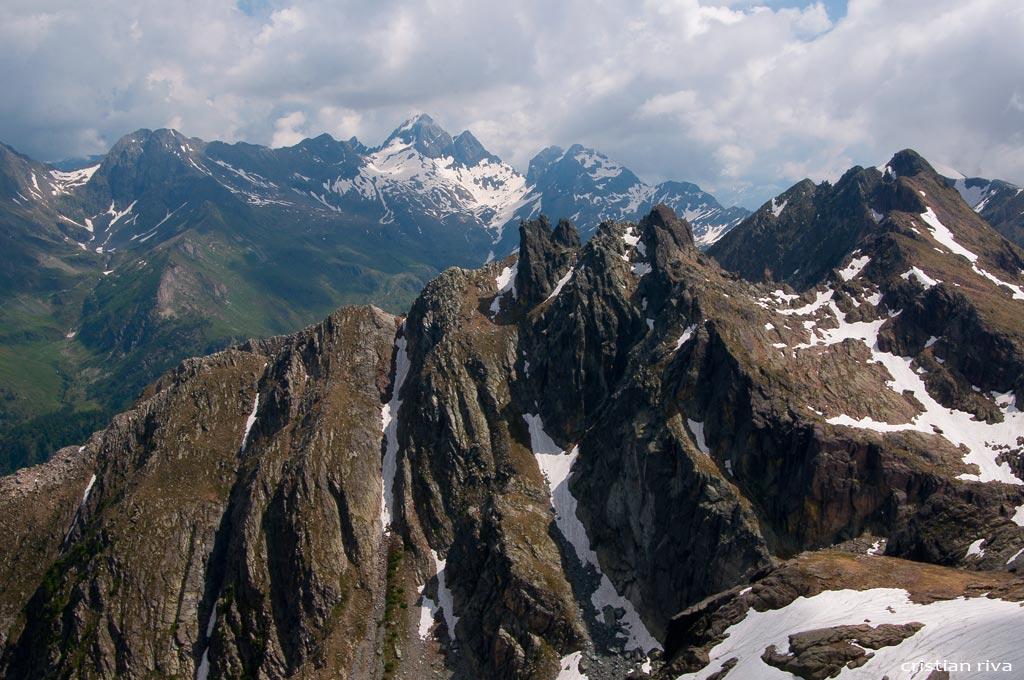 Escursione sul Pizzo Becco: panorama verso il Diavolo di Tenda