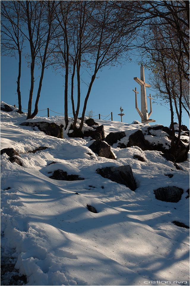 Escursione sul monte Molinasco: la tripla croce sul monte Molinasco
