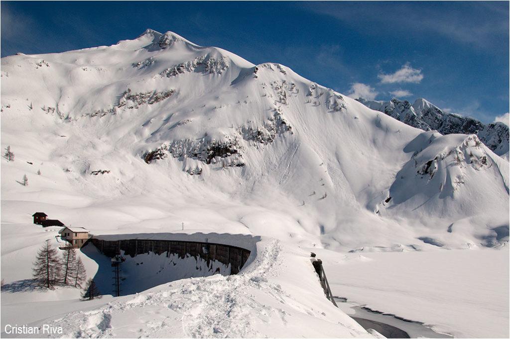 Ciaspolata ai Laghi Gemelli: monte Farno