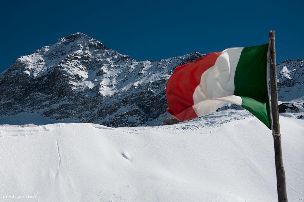 Alpe Prabello, paradiso per le ciaspole: bandiera italiana