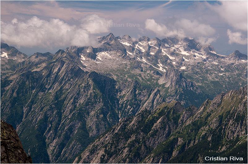 Pizzo Bello: verso il Ligoncio e le cime della Valchiavenna