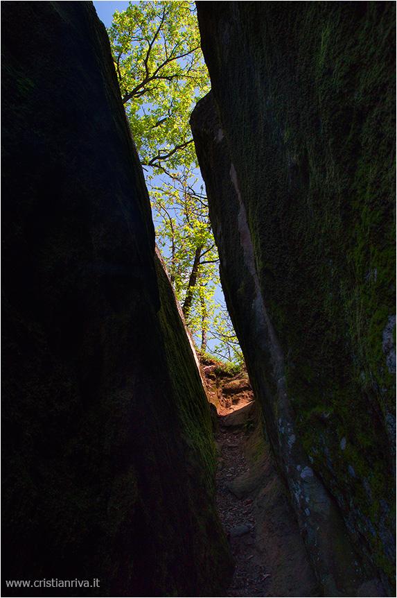 Val Tidone e la Rocca d'Olgisio: spaccatura nella roccia