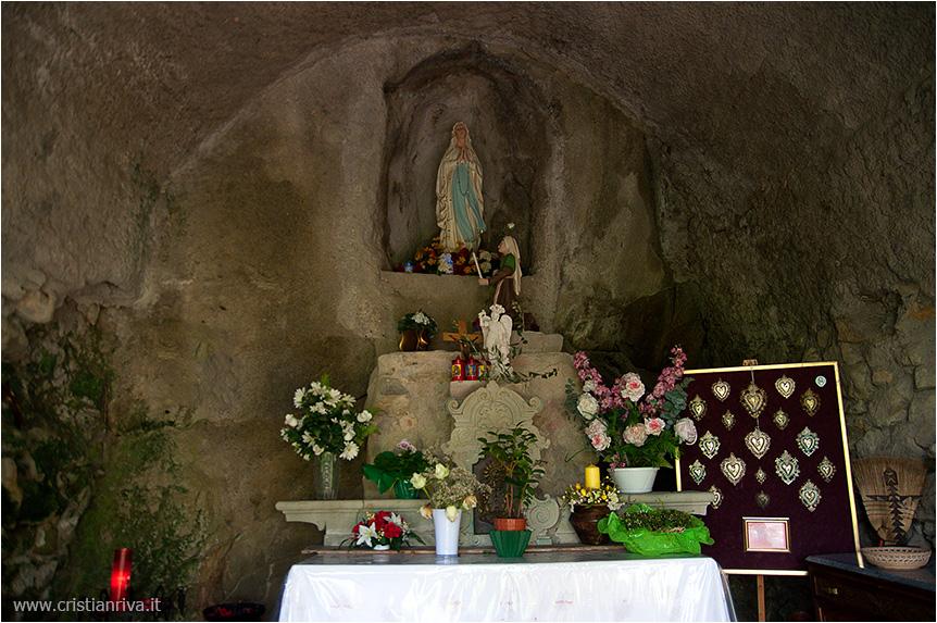 Val Tidone e la Rocca d'Olgisio: Grotta della Madonnina di Lourdes