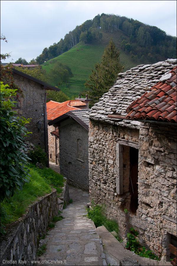 Sentiero dei Castagni in valle San Martino